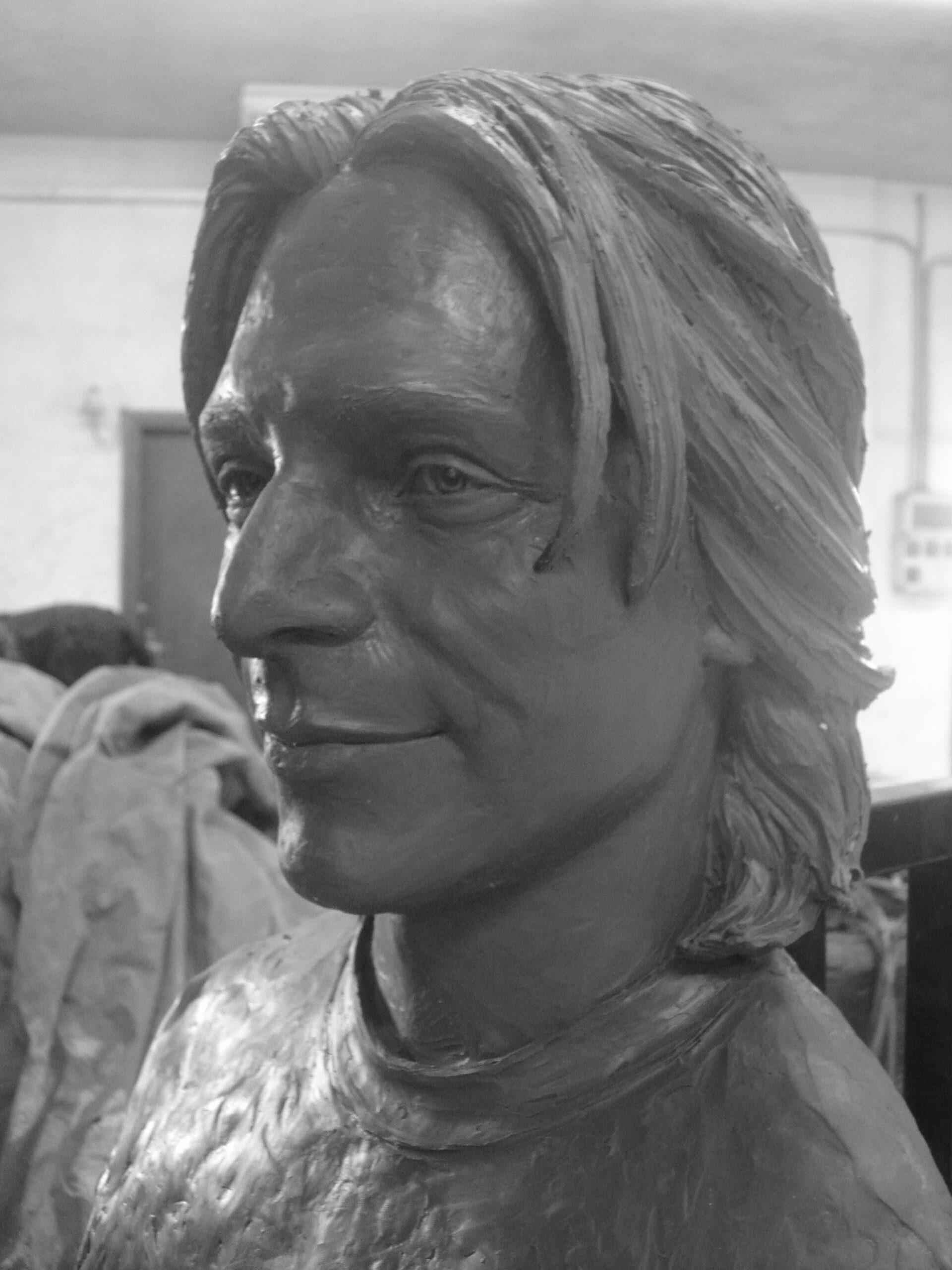 Ritratto scultoreo di giovane uomo